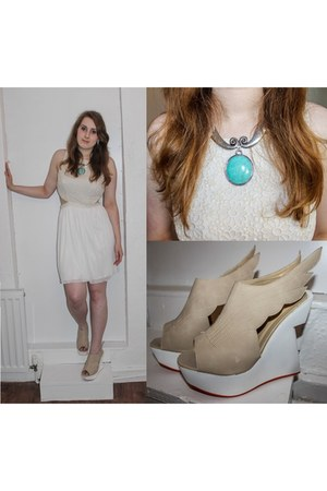 white dress - nude metalika wedges - turquoise blue necklace