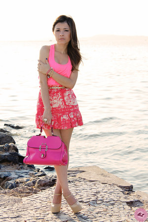 hot pink bag - salmon skirt - bubble gum t-shirt - beige pumps