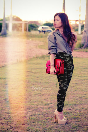 red bag - army green pants - olive green blouse - neutral pumps
