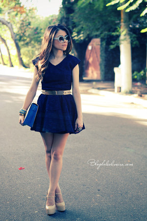 eggshell bag - navy dress - sky blue sunglasses - eggshell pumps
