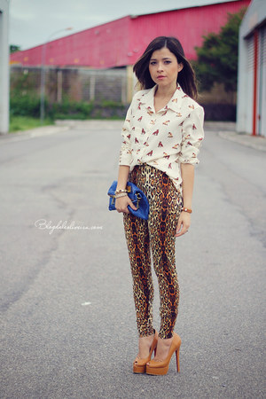brown leggings - beige blouse