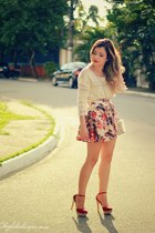 neutral blouse - pink skirt