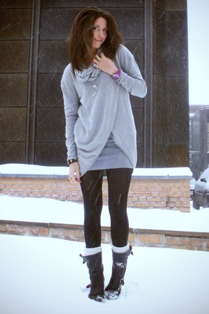 heather gray Geztus sweater - heather gray Monki dress - black sendra boots - pu
