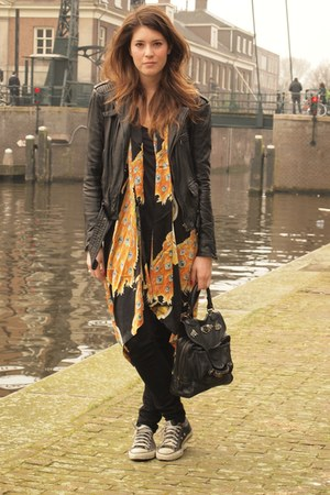 Zara jacket - Antik Batik bag - Winter Kate cardigan