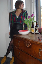 black vintage skirt - red BDG shirt - black M&S tights - yellow Etsy shoes