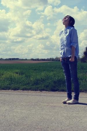Emmas shirt - shoes - jeans