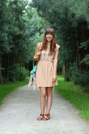 peach cut-out Zara dress - dark brown strappy H&amp;M sandals