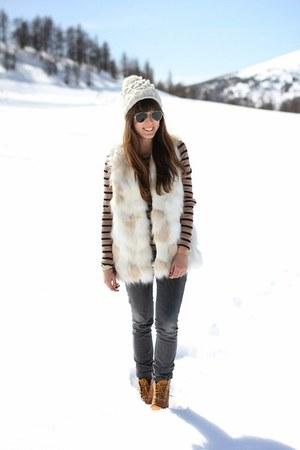 white beanie WE fashion hat - bronze boots Timberland boots