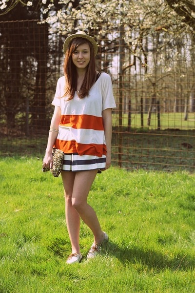 carrot orange striped H&M top - ivory boat shoes Sperry Top-Sider shoes