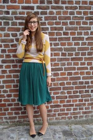 camel two tone Zara heels - dark green pleated American Apparel skirt