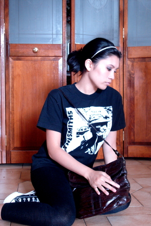 t-shirt - unknown brand purse - Converse shoes - Urban Behaviour accessories - H