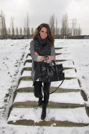 black wwwqueenswardrobecom leggings - black vintage boots - silver Topshop blaze