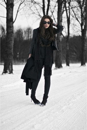 black scarf - black boots - black jeans - black leather Zara jacket
