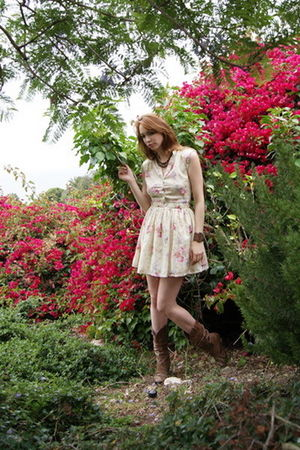 white Conversation Pieces dress - brown vintage find boots