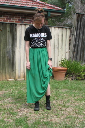 green maxi skirt - black ramones t-shirt - black Converse sneakers