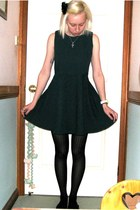 dark green dress - black print stockings