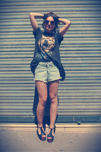vintage shorts - vintage t-shirt - Jeffrey Campbell sandals