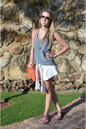 Forum bag - Farm shorts - Osklen blouse - BoBo sandals