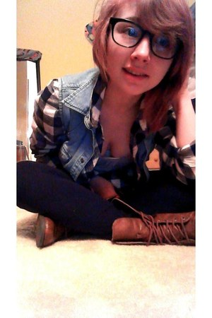 top - brown leather boots - black leggings - grey shirt - vest - glasses