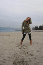 brown leather Aldo boots - army green cotton Aritzia jacket - gray Lululemon tig