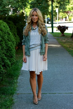 tawny leopard Steve Madden heels - heather gray tee Zara shirt