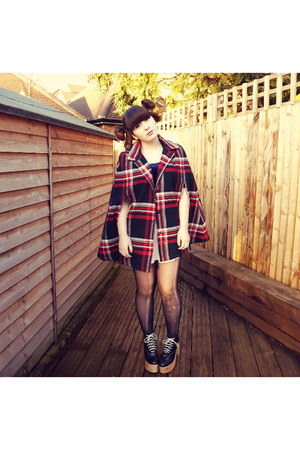 brick red plaid cape Urban Outfitters cape - black helga in black Deandri shoes