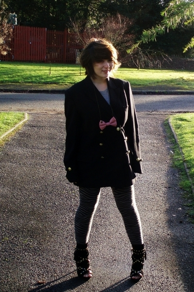 black vintage blazer - gray Primark dress - gray H&M leggings - black Primark sh