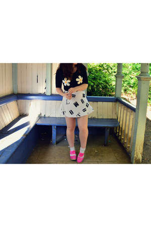 white white socks H&M socks - hot pink Deandri shoes - white Motel Rocks skirt