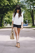 brown two toned heels - white cable knit sweater - beige bag - black shorts