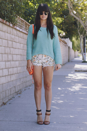 eggshell floral shorts - aquamarine sweater - orange purse - tan heels