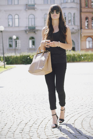 black jeans - neutral bag - black heels