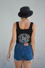 Black-harley-davidson-top-blue-levis-shorts-brown-vintage-boots-black-urba