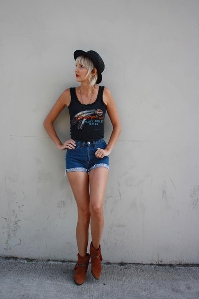 black Harley Davidson top - brown vintage boots - black Urban Outfitters hat