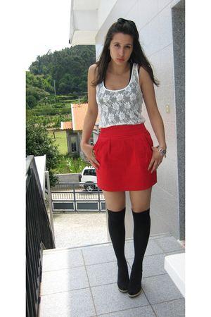 red BLANCO skirt - black shoes - black wedges pull&bear socks