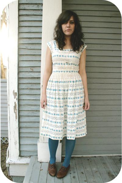 estate sale. white estate sale dress - blue