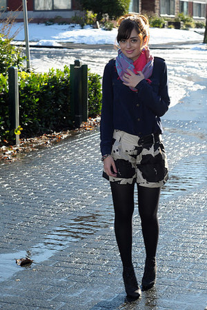 dark khaki Club Monaco shorts - black Aldo boots - hot pink Street Vendor scarf
