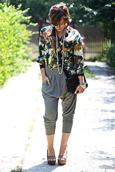 Vintage-hermes-shirt-dark-khaki-harem-topshop-pants_400
