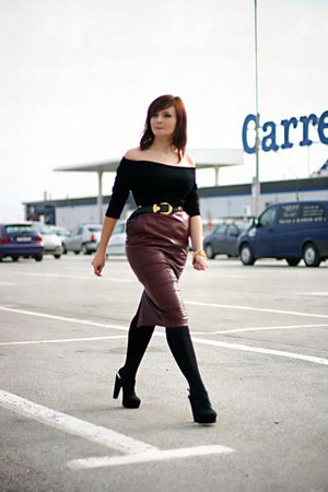 crimson leather vintage skirt - black Forever 21 shoes - black H&amp;M top