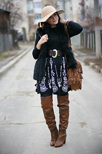 black faux fur Koton vest - dark brown over the knee Stradivarius boots