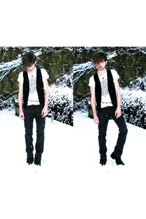 black vintage top - black Gap jeans - white Yeah Yeah Yeahs t-shirt