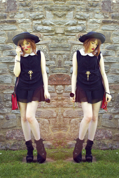 vintage dress - black vintage hat - vintage bag - Little Me accessories