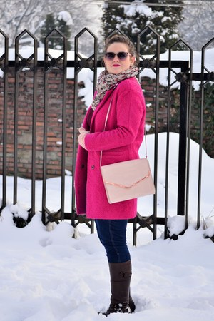 navy H&M jeans - hot pink PERSUNMALL coat - crimson aggressive sweater
