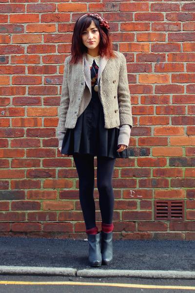 light brown vintage blazer - black new look boots