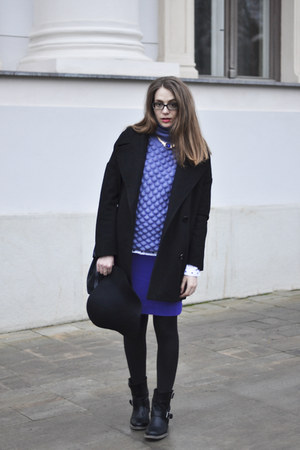violet wool Nove Marzo sweater - black leather BiboB boots