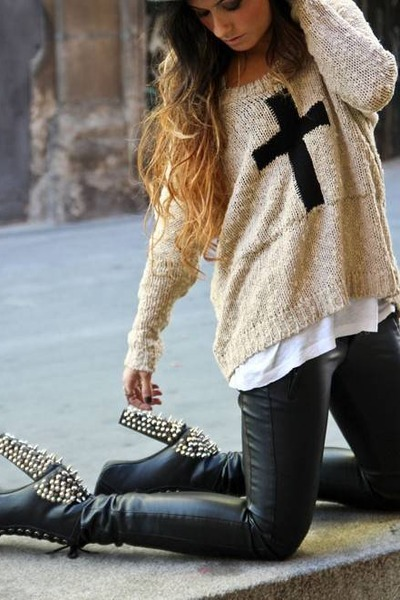 eggshell cross sweater - black boots