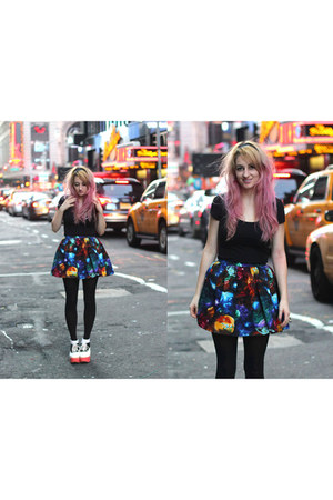 navy galay nebula Devil Slang skirt - black H&M t-shirt