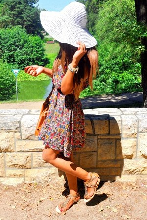 Zara dress - floppy H&M hat - Miu Miu bag - chain Marandellas bracelet - River I
