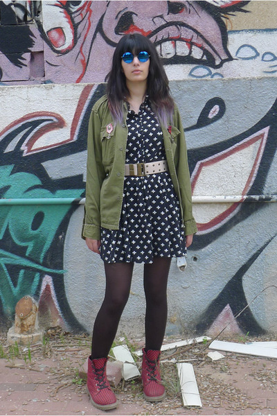 army green unknown brand shirt - red checkered Katalina boots