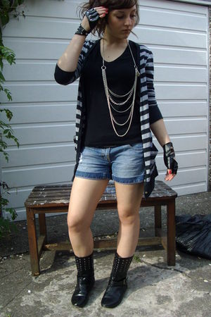 gray cardigan - black t-shirt - silver necklace - blue shorts - black boots