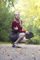 brick red crop top Lulus top - black studded Sole Society heels